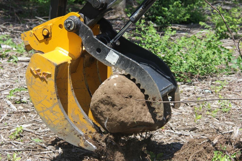 Excavator Rake From Leading Edge Attachments Inc Design
